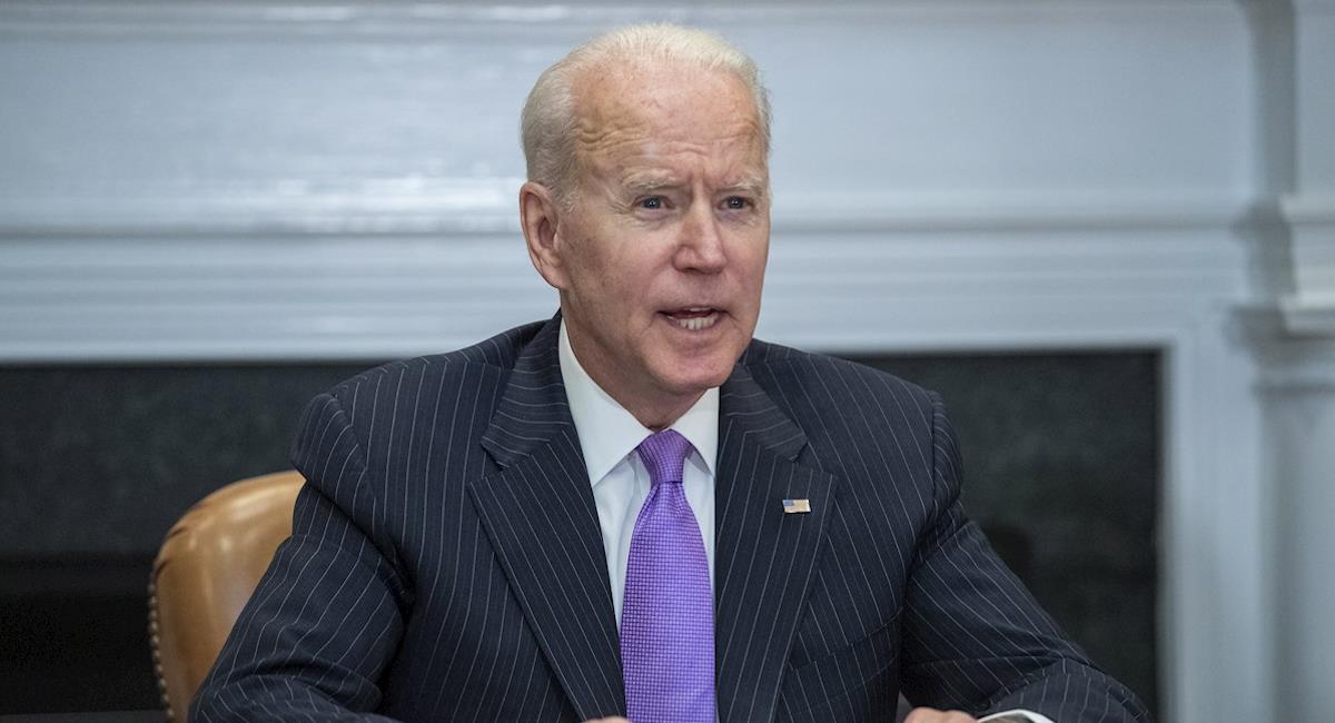 Biden dice que no podrá cumplir con la meta de dosis donadas en el mundo. Foto: EFE