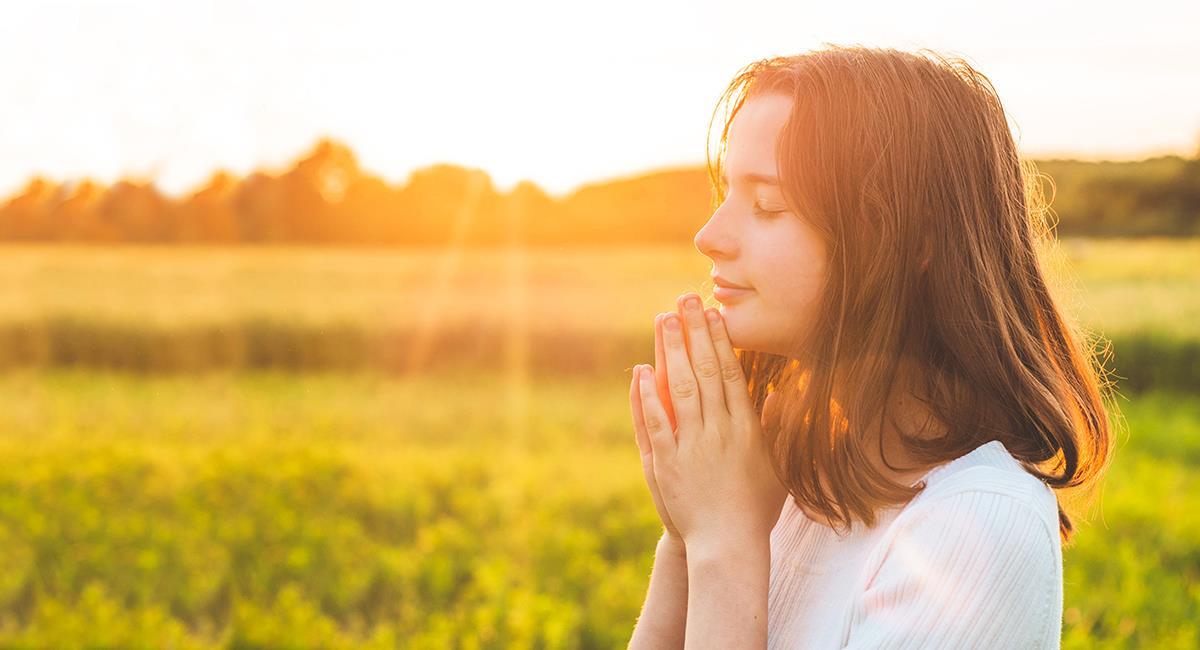 Poderosa oración de un santo para tener buen sentido del humor. Foto: Shutterstock
