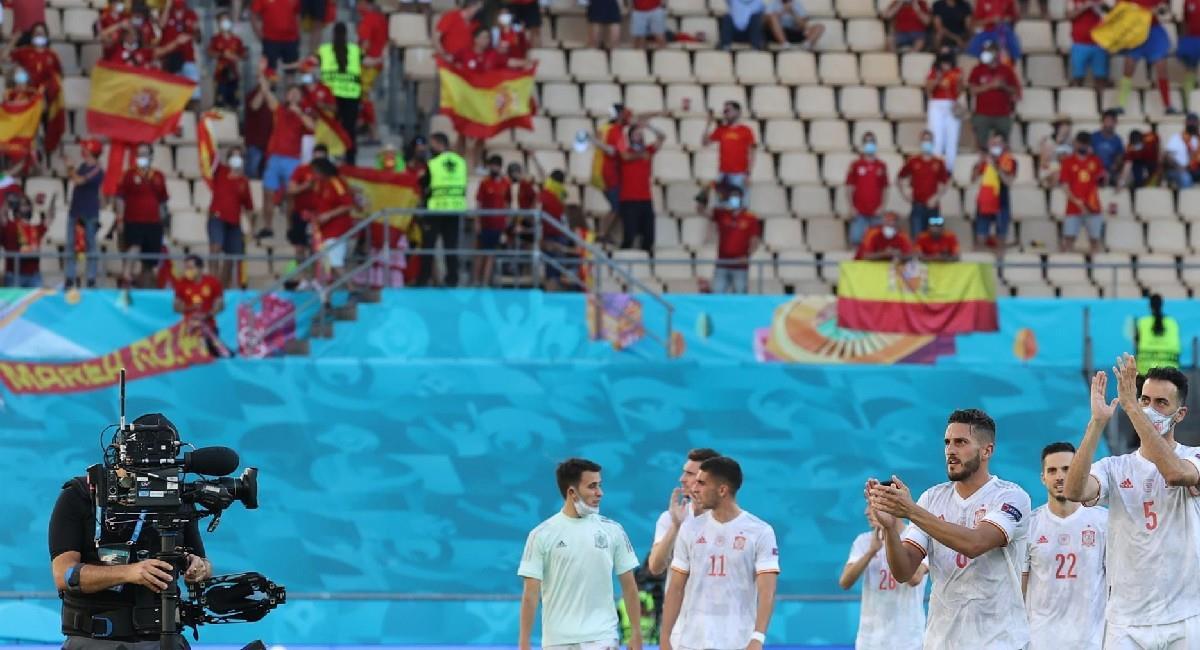 España celebra la goleada que le propinó a Eslovaquia. Foto: EFE