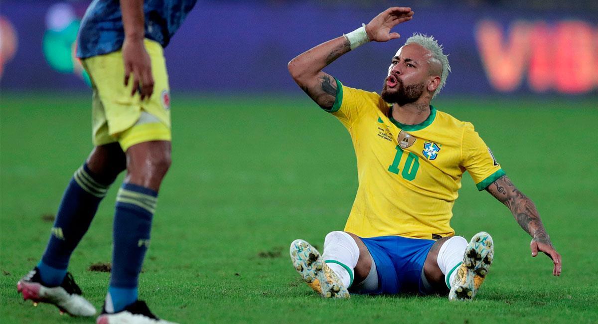 Neymar tuvo varios cruces con los jugadores colombianos. Foto: EFE