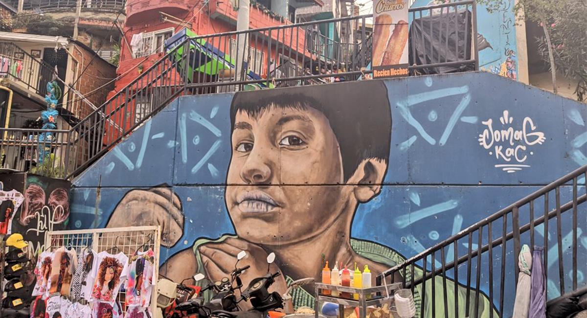 La Comuna 13 se volvió un atractivo por su arte urbano y la transformación de Medellín. Foto: Twitter @Elandaetart