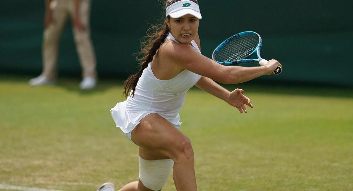 María Camila Osorio en su partido que le permitió acceder al cuadro principal de Wimbledon. Foto: AELTC/Jed Leicester