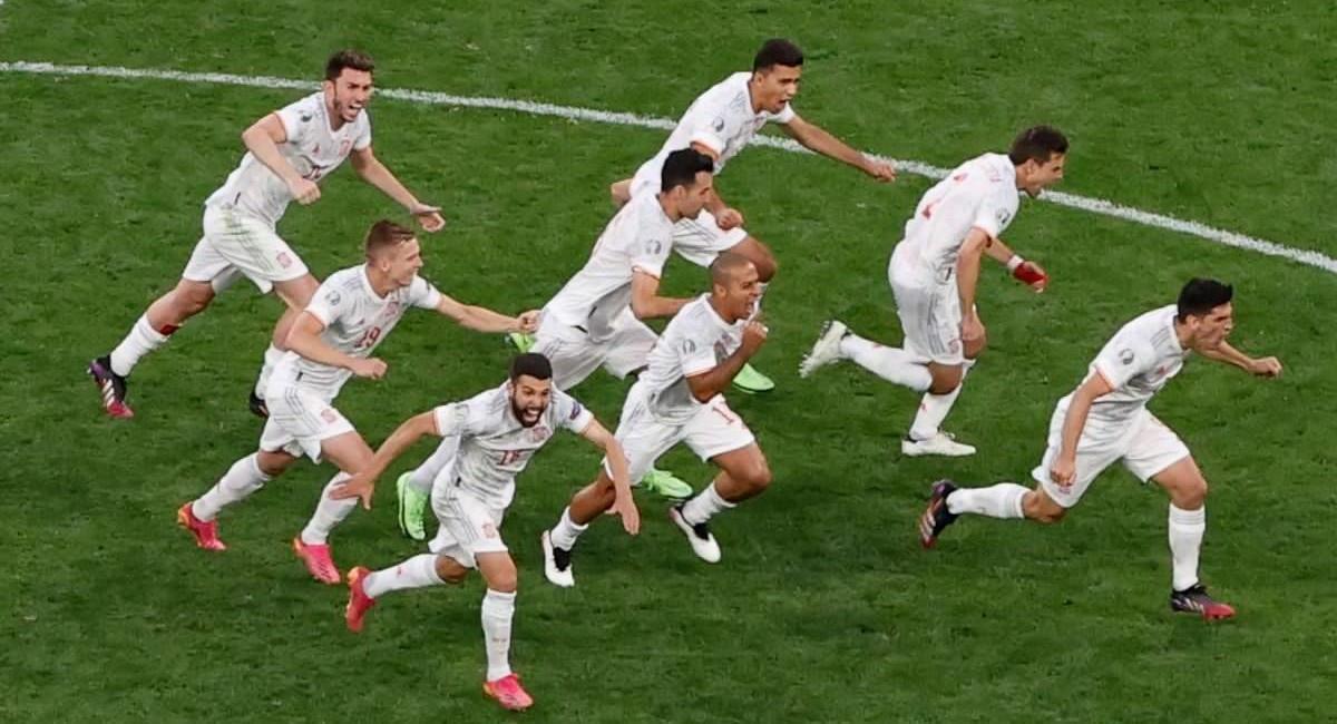 España celebra su clasificación a semifinales de la Eurocopa 2020. Foto: Twitter @Euro2020