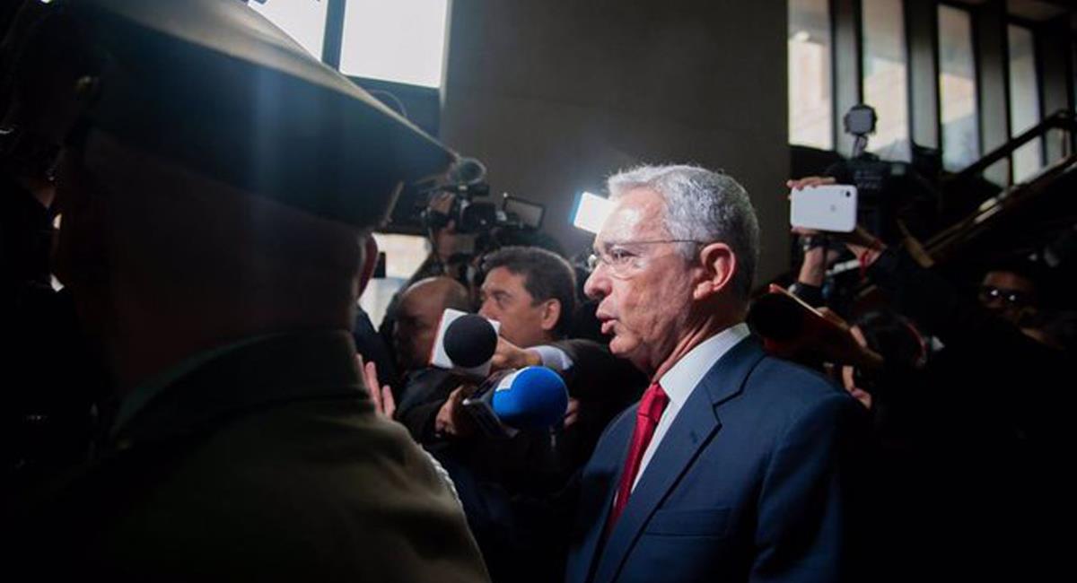 Álvaro Uribe insiste en que había pedido una reforma tributaria pagada por los más pudientes en el 2020. Foto: Twitter @Cristia70147092
