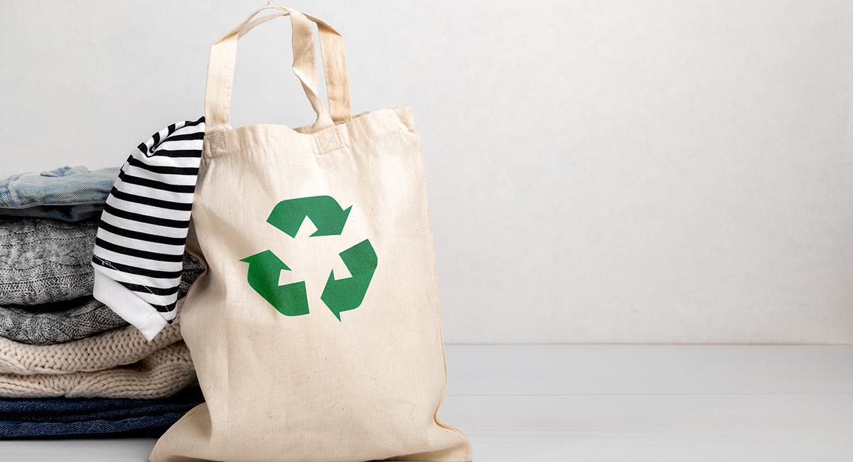 Consejos de moda: así puedes vestirte sin contaminar ni gastar mucho dinero. Foto: Shutterstock