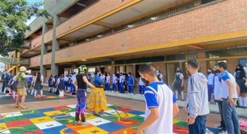 310.000 estudiantes de instituciones educativas oficiales de Medellín retoman clases