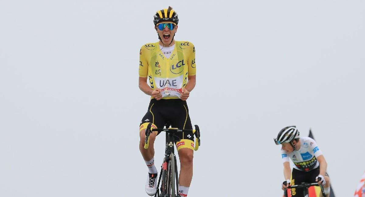 Tadej Pogacar celebra la victoria en la etapa 17 del Tour de Francia 2021. Foto: EFE