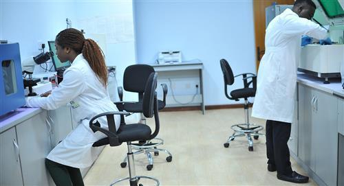 Médico vive en un hospital para atender a más enfermos por la COVID-19