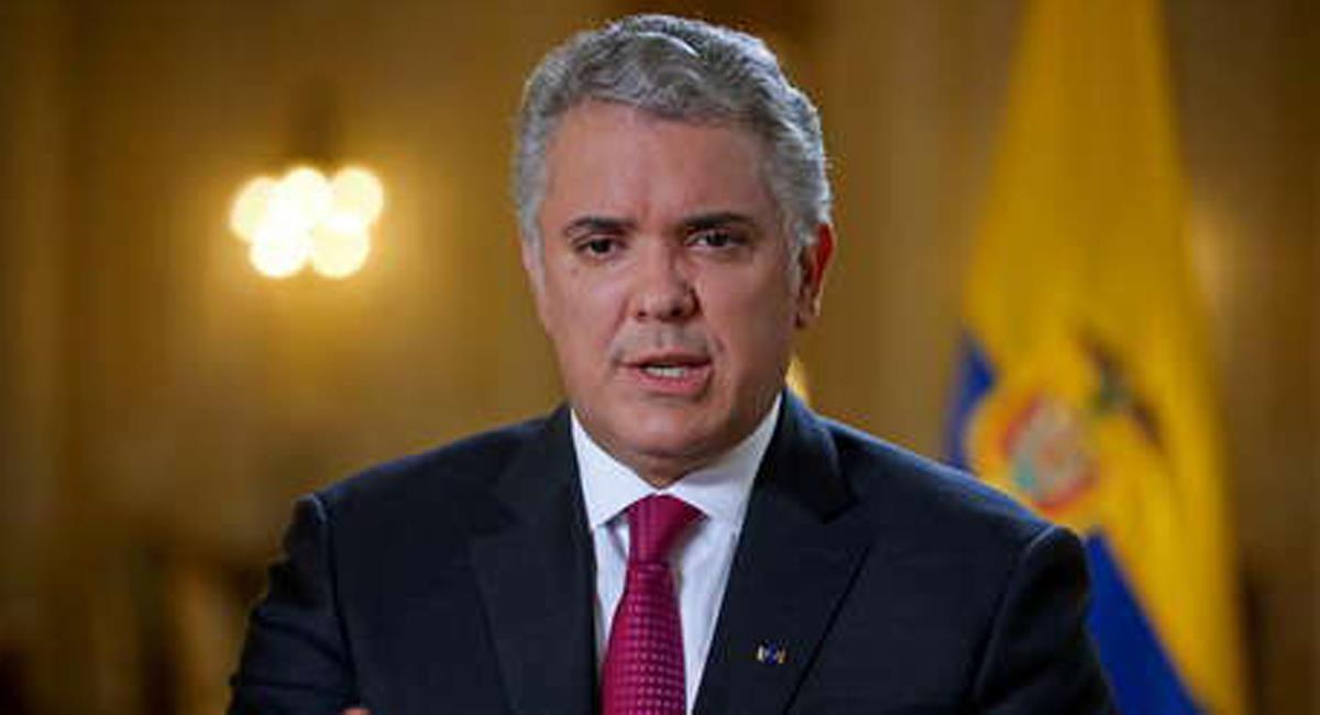 El presidente Iván Duque sancionó con su firma la ley que reduce las horas laboradas a la semana. Foto: Twitter @ahoraviral