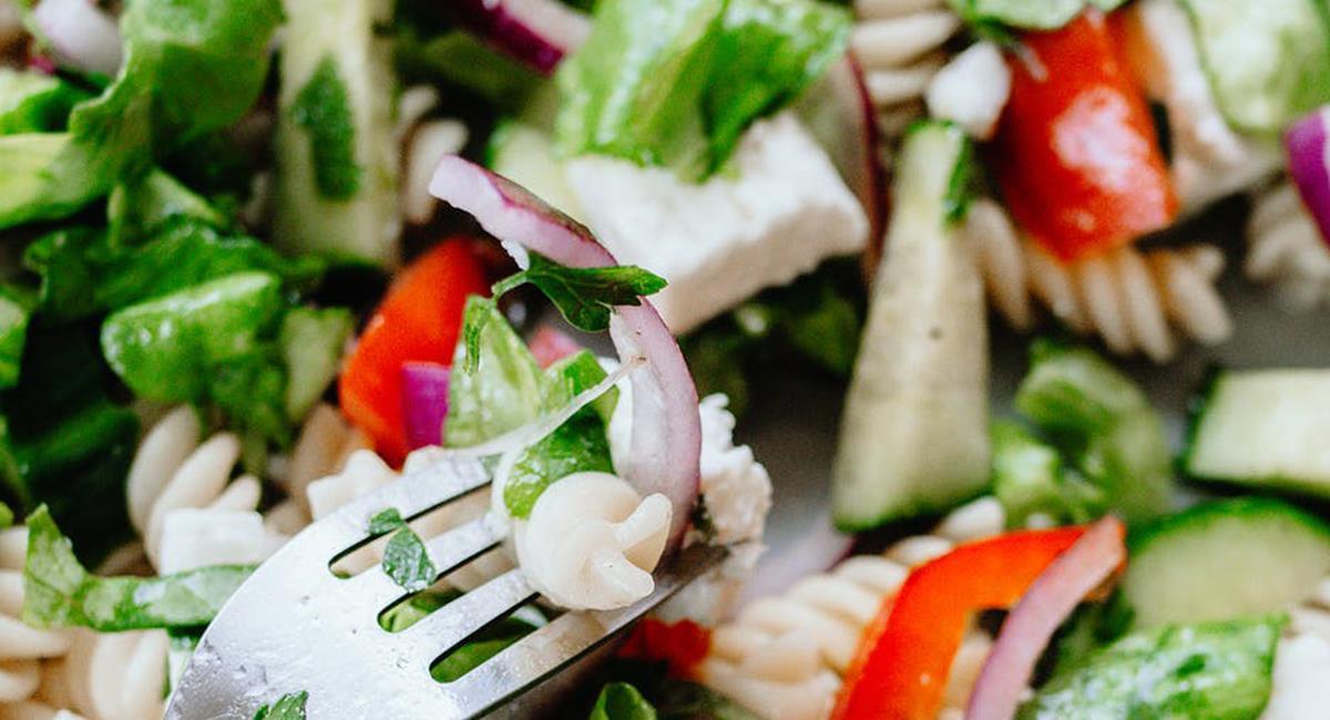 La ensalada fría puede ser una opción saludable, con todos los nutrientes necesarios. Foto: Pexels