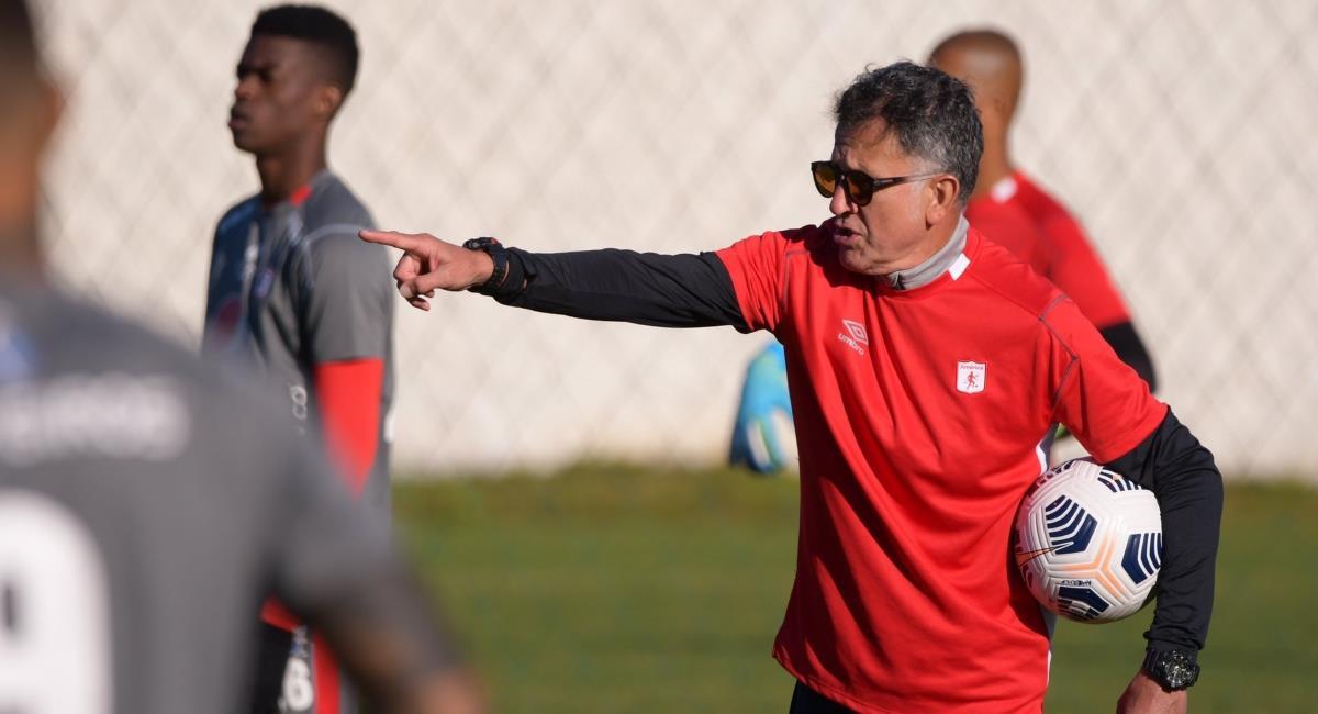 Osorio molesto con Santiago Moreno. Foto: Twitter Prensa redes América de Cali.