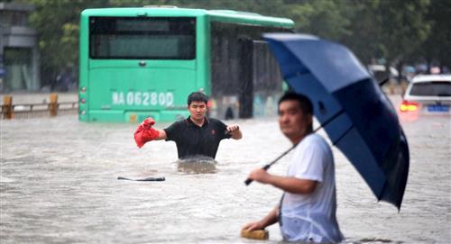 Inundaciones en China dejan al menos 25 muertos entre escenas de terror