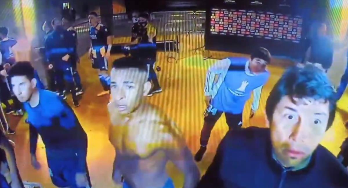 Jugadores de Boca pasaron la noche en la comisaría de Brasil. Foto: Twitter captura pantalla ESPN.