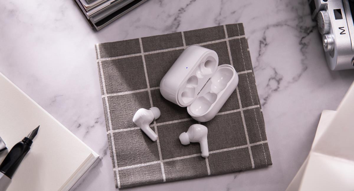 Los audífonos pueden cuidarse con higiene y resguardo de los dispositivos. Foto: Honor