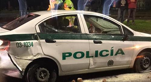 Intentan quemar vivo a policía dentro de la patrulla en la que se movilizaba