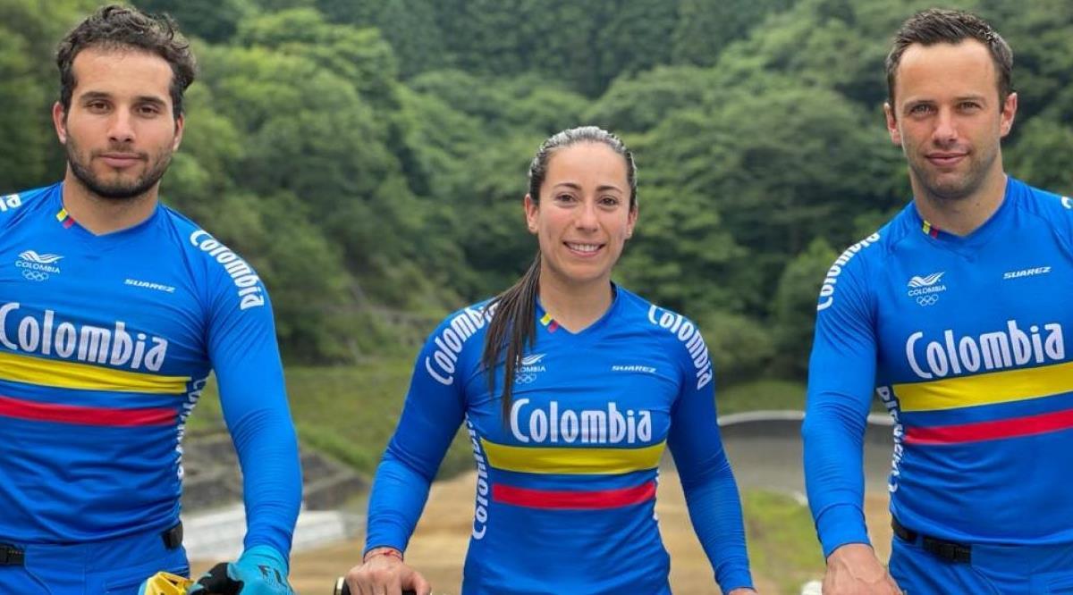 Representantes colombianos de BMX en Tokio. Foto: COC