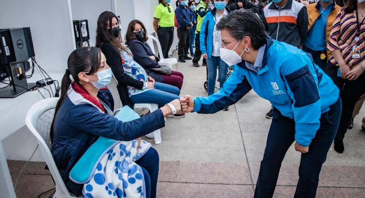 Claudia López pide a los bogotanos que se vacunen contra la COVID-19. Foto: Twitter @ClaudiaLopez