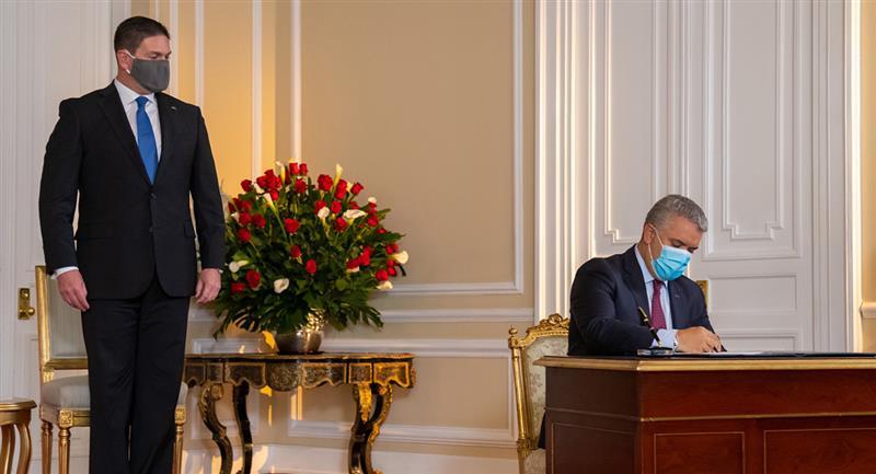 Duque posesiona a un nuevo embajador de Colombia en EE.UU.
