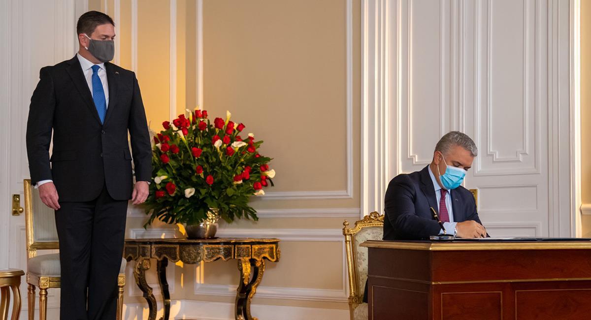 Duque posesiona a un nuevo representante de Colombia ante el Gobierno de EE.UU. Foto: Twitter @IvanDuque