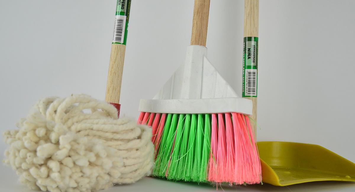 Los jóvenes de hoy pasan bastante tiempo atendiendo sus celulares y poco ayudan con labores domésticas. Foto: Pixabay