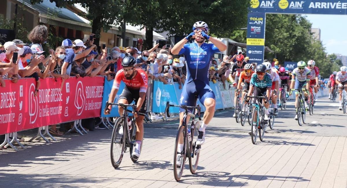 Álvaro José Hodeg ganó la primera etapa del Tour de L´Ain. Foto: Twitter Prensa redes Tour de L´Ain.