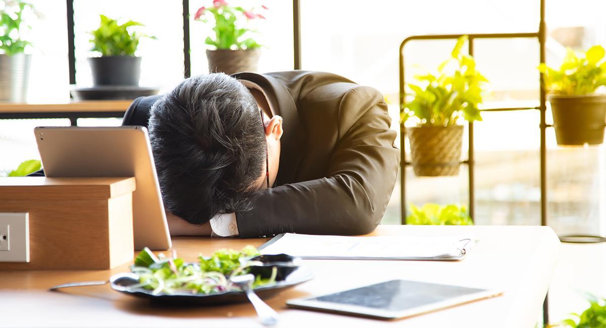 Experto comparte 4 consejos para evitar el sueño después del almuerzo. Foto: Shutterstock