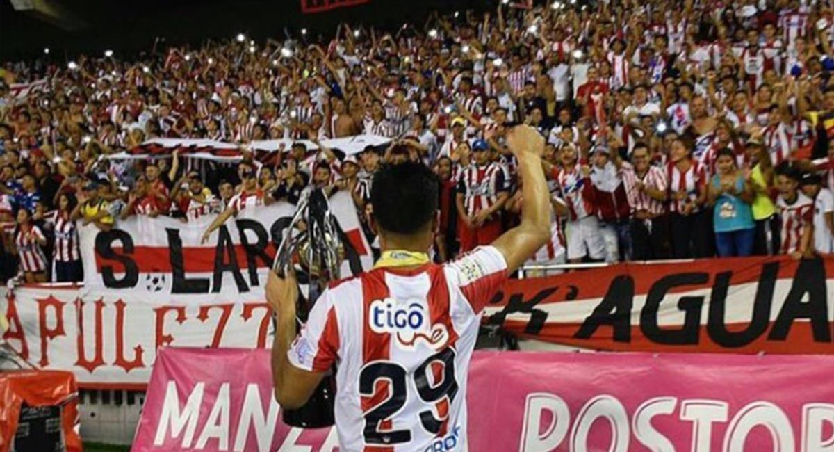 Teófilo Gutiérrez y los hinchas del Junior de Barranquilla. Foto: Instagram Teófilo Gutiérrez