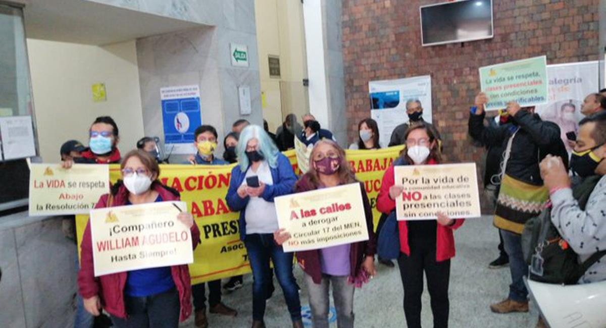 Profesores de la ADE protestan porque los casos de contagio en colegios atentan contra la vida. Foto: Twitter @RedMasNoticias
