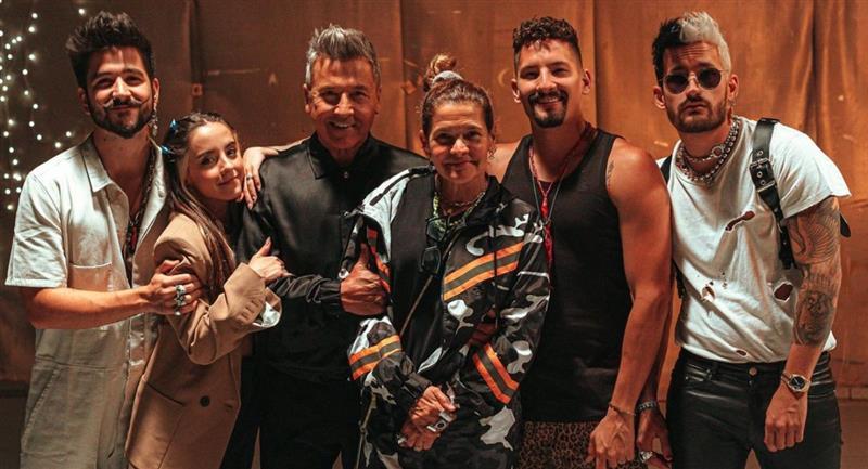 """Ricardo Montaner dice que """"no son extraterrestres"""" por cantar en familia"""