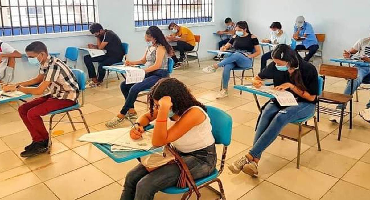 Las Pruebas Saber miden el nivel de conocimiento de los estudiantes de grado undécimo en Colombia. Foto: Twitter @MagdalenaGober
