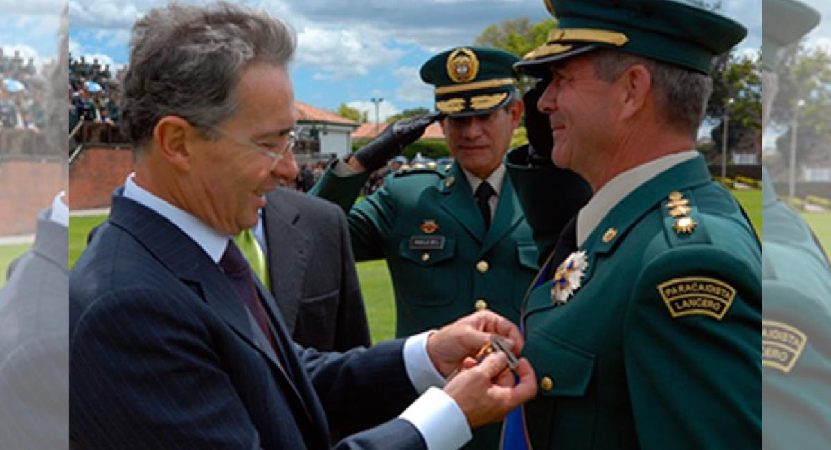 Fiscalía señala al General Montoya de 104 falsos positivos. Foto: Twitter @Cmontoya64