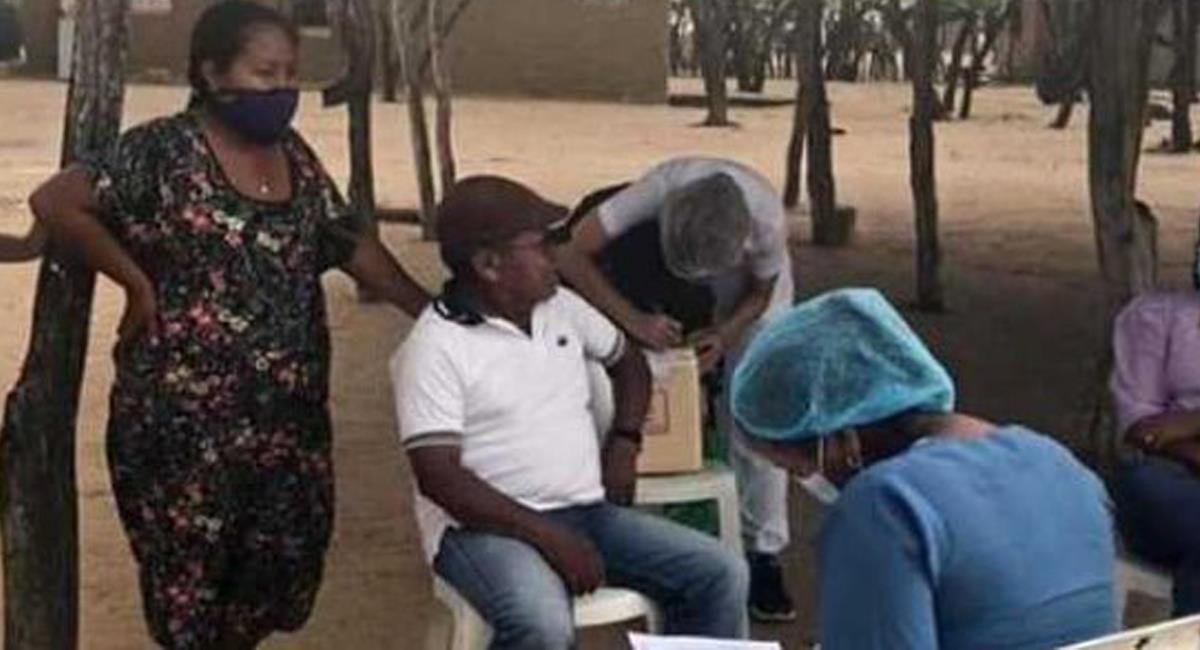 El plan de vacunación contra la COVID-19 avanza y llega a comunidades apartadas como las de La Guajira. Foto: Twitter @MinSaludCol