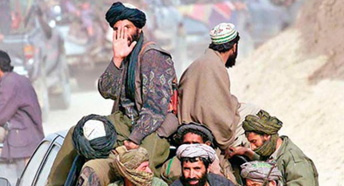 Los talibanes han logrado recuperar territorio en Afganistán con la retirada de las tropas de los EEUU. Foto: Twitter @latercera