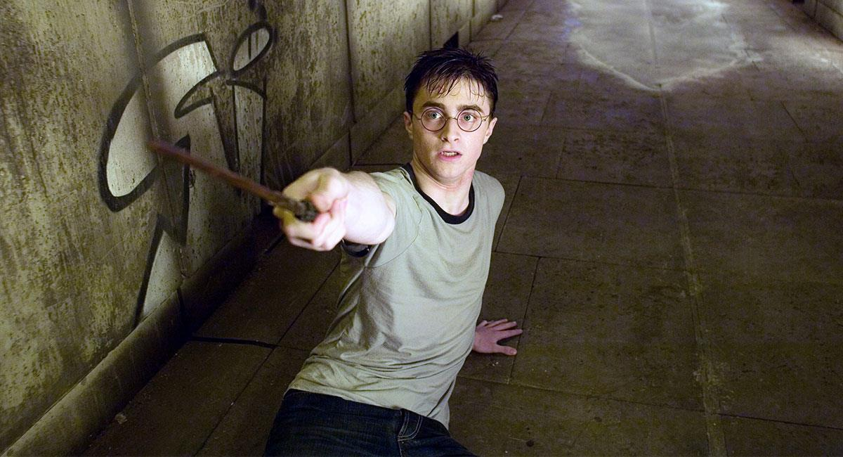 "Daniel Radcliffe saltó a la fama por protagonizar la saga de ""Harry Potter"". Foto: Twitter @HarryPotterFilm"