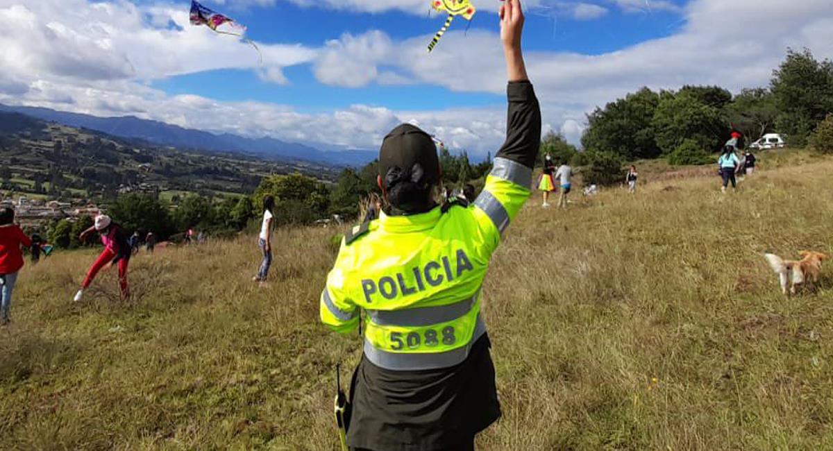 El uso de prendas de la Policía por parte de personal no autorizado es considerado un delito. Foto: Twitter @PoliciaColombia