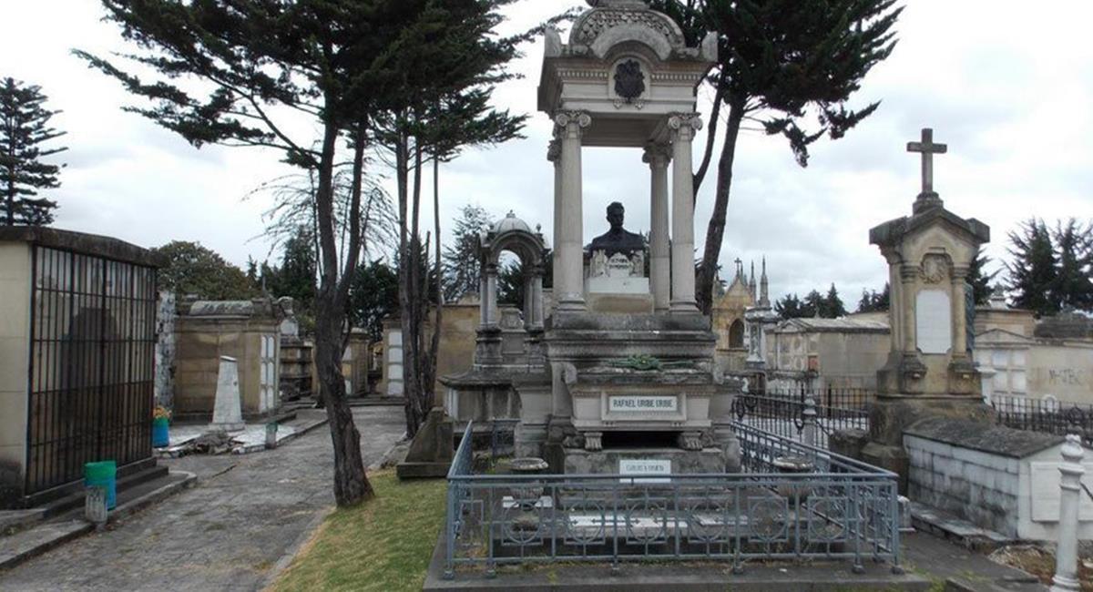Espantos y rituales de vudú, lo que más se ve en el Cementerio Central de Bogotá. Foto: Twitter @colombia_hist