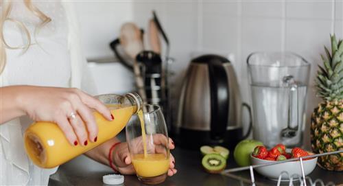 3 bebidas naturales para bajar tallas y medidas en casa