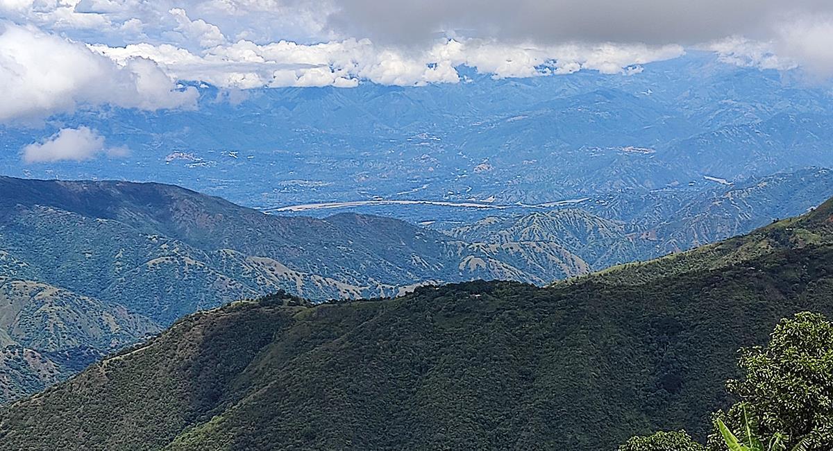 El centro histórico de Santafe de Antioquia es uno de los lugares para visitar. Foto: Twitter @tunelGGE