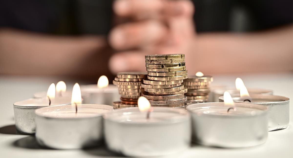 Oración para conseguir un nuevo trabajo o dinero urgente. Foto: Shutterstock