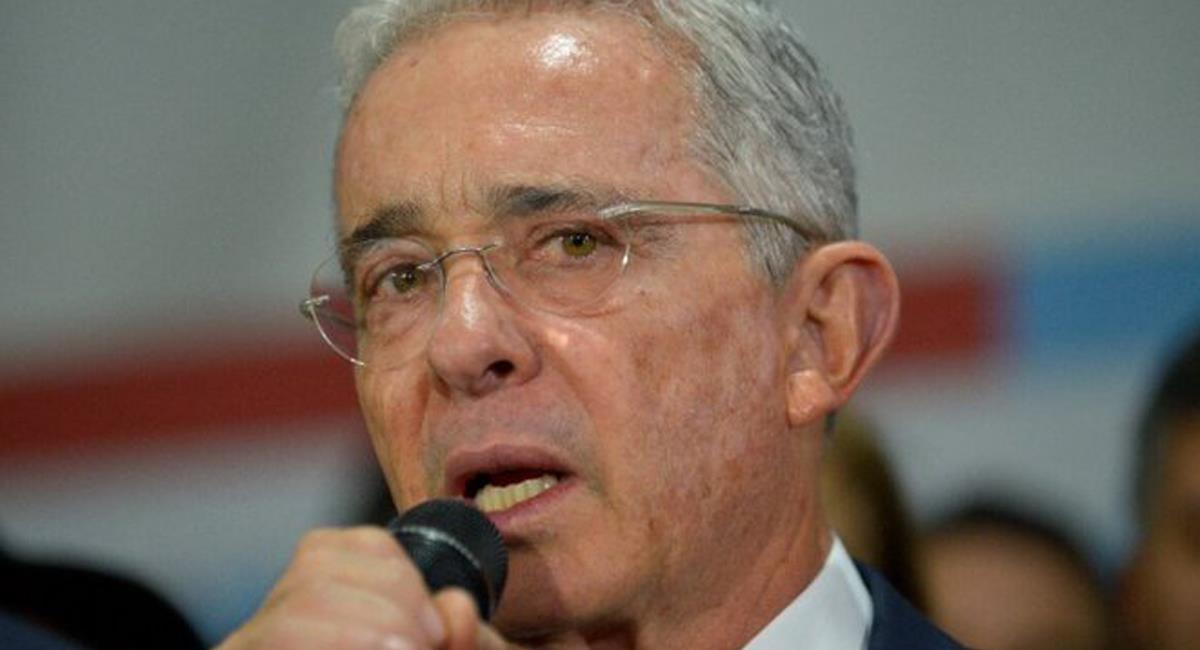 El expresidente Álvaro Uribe Vélez cuestionó al presidente Duque y a los alcaldes de Bogotá y Medellín. Foto: Twitter @AlvaroUribeVel