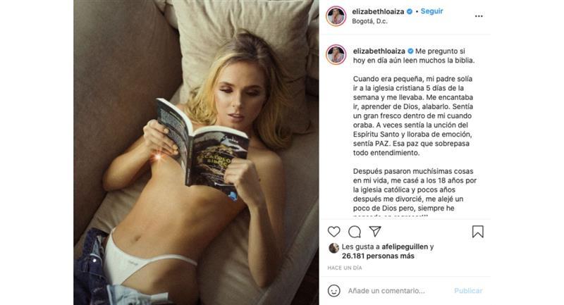 Elizabeth Loaiza publicó una foto «leyendo» libro biblico en paños menores y en redes la acaban
