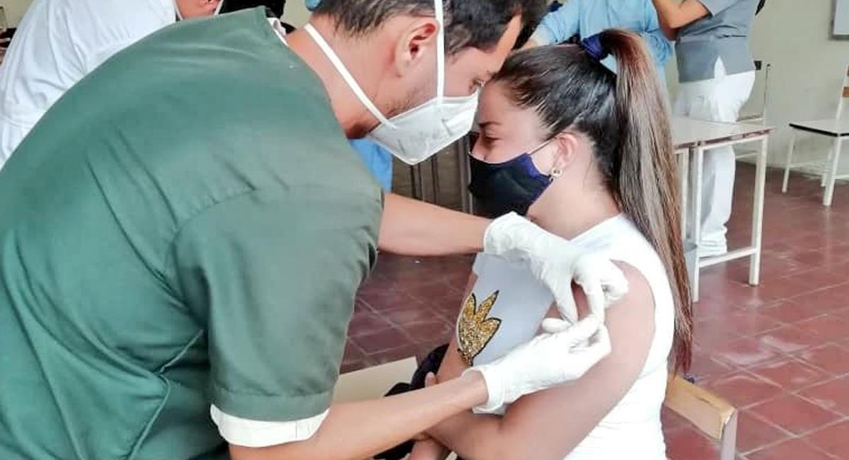 La vacunación en los grupos poblacionales jóvenes será reactivada con la disponibilidad de más vacunas. Foto: Twitter @HugoSaidRivas