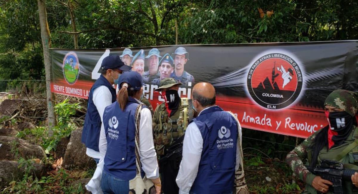 En el piedemonte araucano fueron liberados los militares ante una comisión liderada por la Defensoría del Pueblo. Foto: Twitter @DefensoriaCol