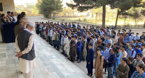 Únicamente los hombres regresarán a la escuela en Afganistán según mandato talibán
