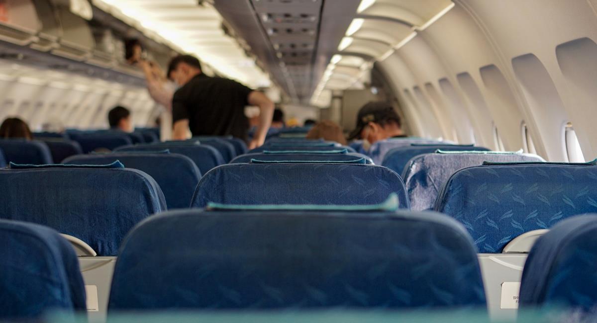 Pasajeros no quisieron usar tapabocas y los bajaron del avión. Foto: Pixabay