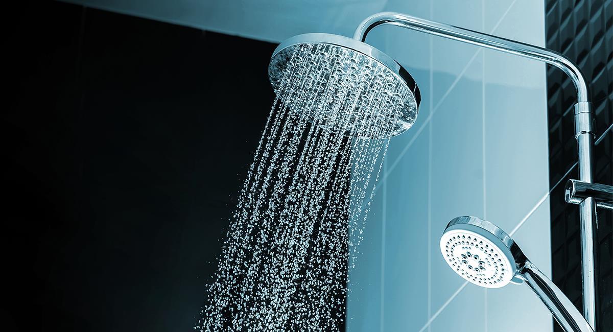 No lo hagas, es peligroso: razones por las que no deberías orinar en la ducha. Foto: Shutterstock