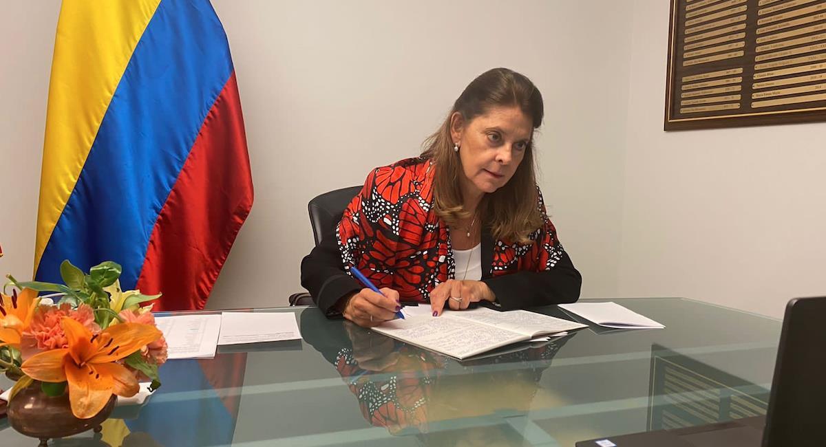 Colombia pide que se suspenda la subasta. Foto: Twitter @mluciaramirez