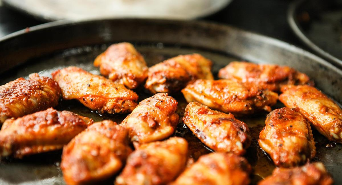 Las 'alitas' de pollo siempre serán recibidas como 'pasabocas' o una cena rápida. Foto: Pixabay