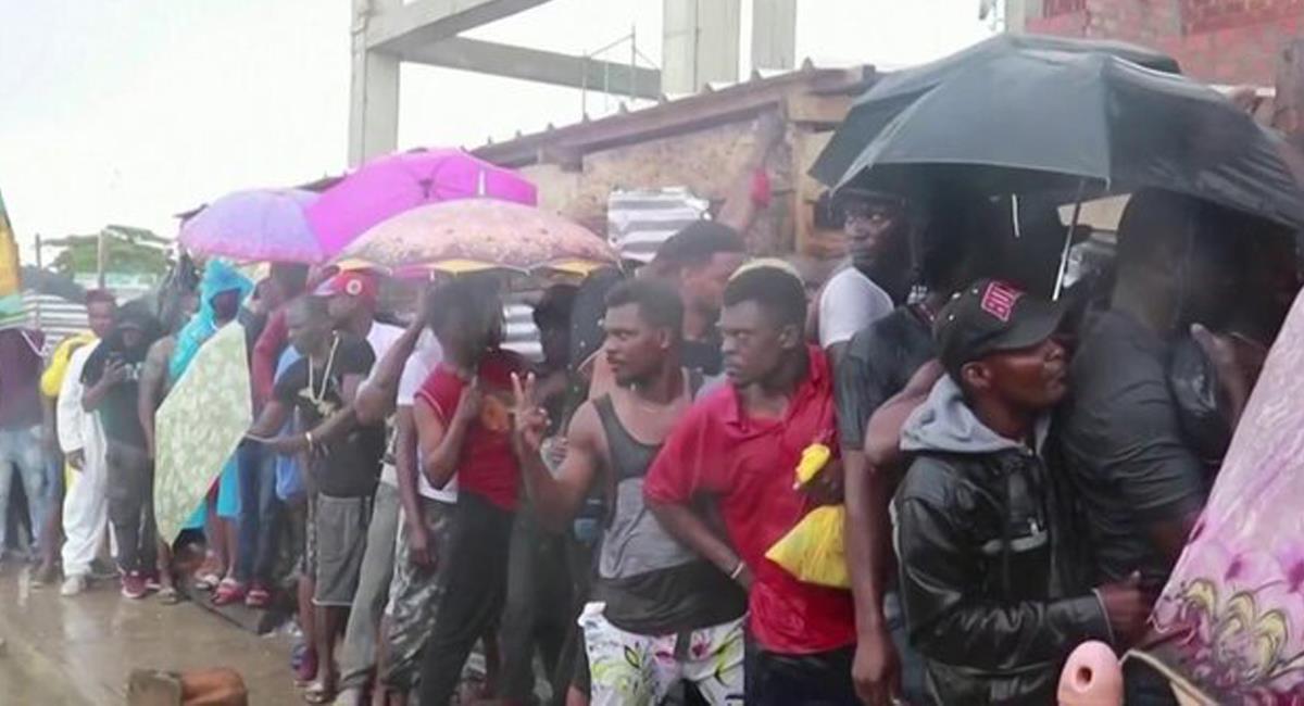 """En Colombia existen miles de haitianos """"varados"""" y a la espera de poder viajar a Panamá hacia los EEUU. . Foto: Twitter @TelemundoNews"""