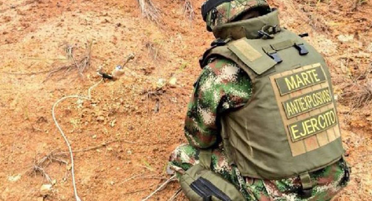 Violando normas del Derecho Internacional Humanitario grupos armados ilegales siembran minas antipersona. Foto: Twitter @Caracol_Cali